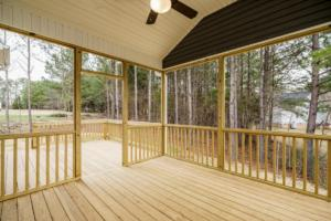 039  Screen Porch