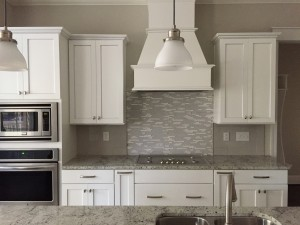 Tile backsplash w gas cooktop